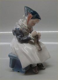 AMAGER GIRL KNITTING by Lotte Benter for ROYAL COPENHAGEN # 1314 Factory FIRST